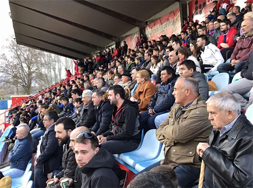 espectadores partido fútbol